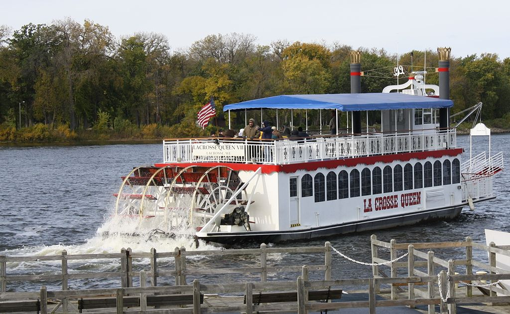 The w:La Crosse Queen leaving her dock at w:La Crosse, Wisconsin on the Mississippi River.